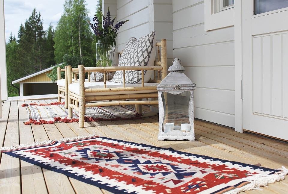 Mettre un tapis d'extérieur